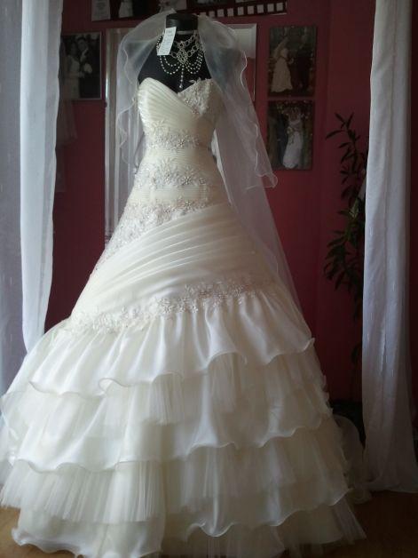 Menyasszonyi ruha kölcsönző 710d8ee6a1